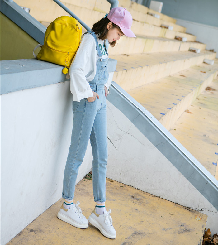 Autumn and winter Korean women's high waist row buckle show thin light color loose nine points jeans suspenders small feet suspender (3)