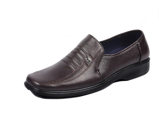 2017 Nuevos Hombres De Negocios Zapatos de Cuero de Imitación Suave sólido Papá Zapatos marrón negro slip-on Square-Pisos del dedo del pie Para Los Hombres