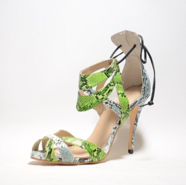 Женские сандалии на высоком тонком каблуке реалистичной смешанной расцветки под змеиную кожу летняя стильная обувь с ремешками вокруг щик...