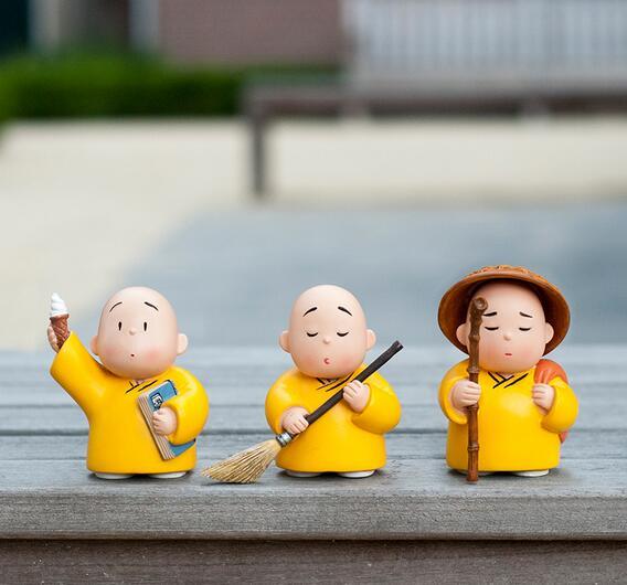 Xian petit moine installé un bureau ameublement artisanat créatif résine poupée ornements