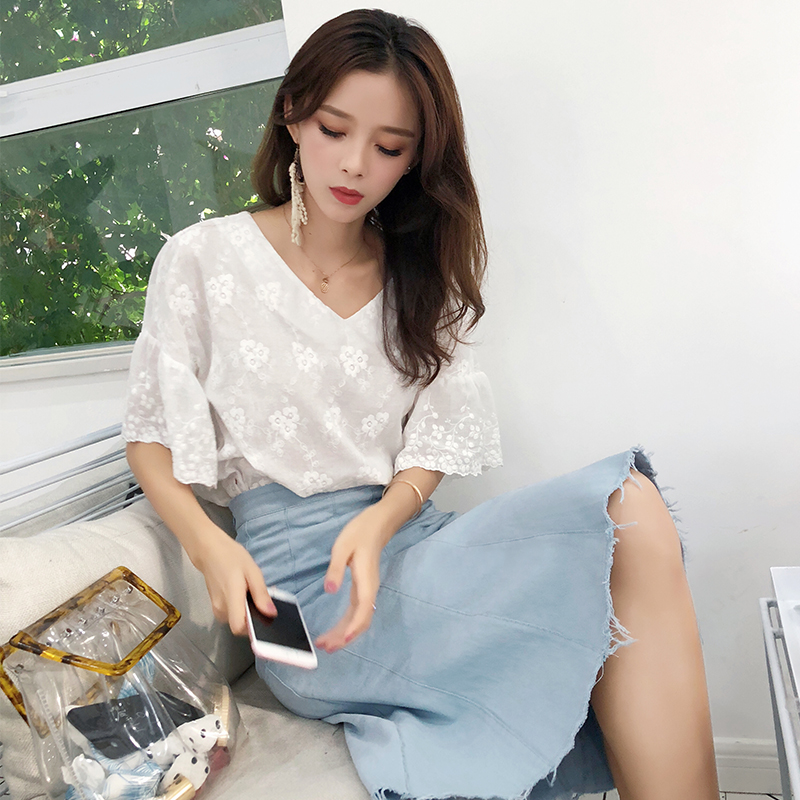 Mishow 2019 New Short Sleeve Blouses White Floral V Neck Shirts Lace Sweet Female Clothing Casual Chiffon Women Tops MX18B4580