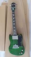 Free Shipping New Small Size 4 String Electric Bass Guitar In Green 170106
