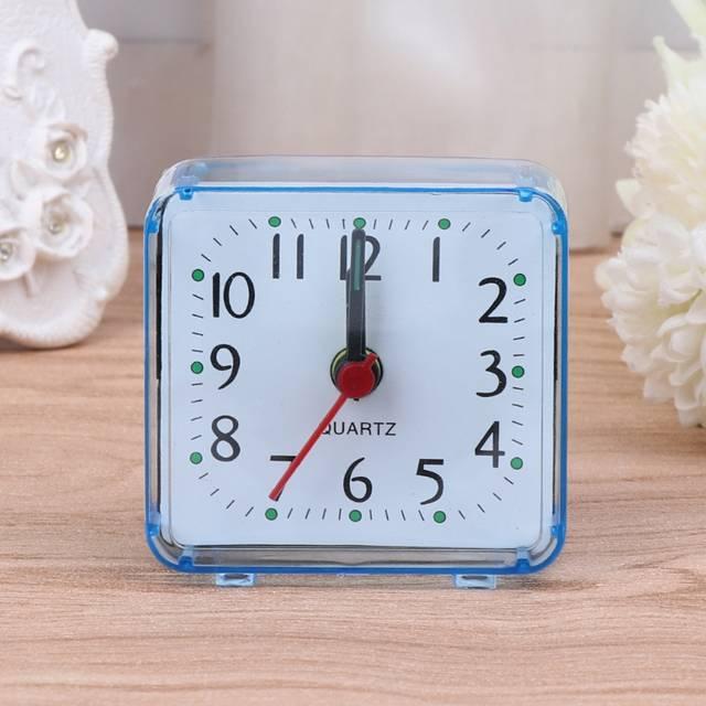 966eadb6d32 Novo Mini Praça Quartz Beep de Alarme Relógio De Mesa De Plástico Mesa de Viagem  Portátil