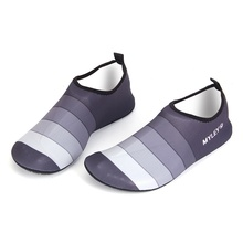 2018 New Both Men And Women Of Water Shoes Stripe Beach Dance Swim Non-Slip Safety Barefoot Shoes