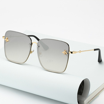 2021 New Fashion Lady Oversize Rimless Square Bee Sunglasses Women Men Small Bee Glasses Gradient Sun Glasses Female UV400