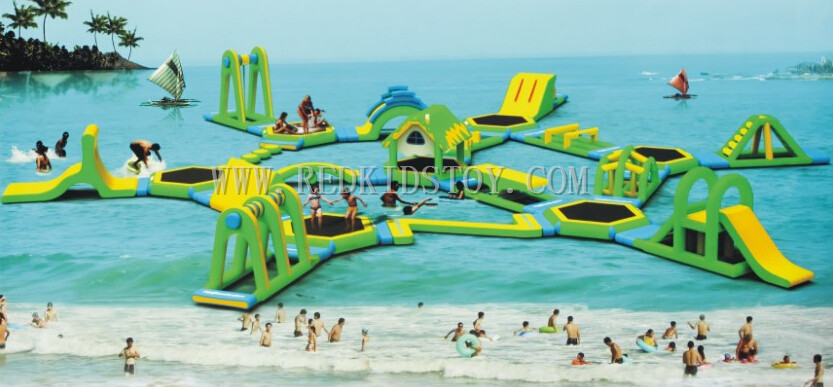 цена на Huge Inflatable Water Park Super Quality Inflatable Floating Water Slide Good Price HZ-E002