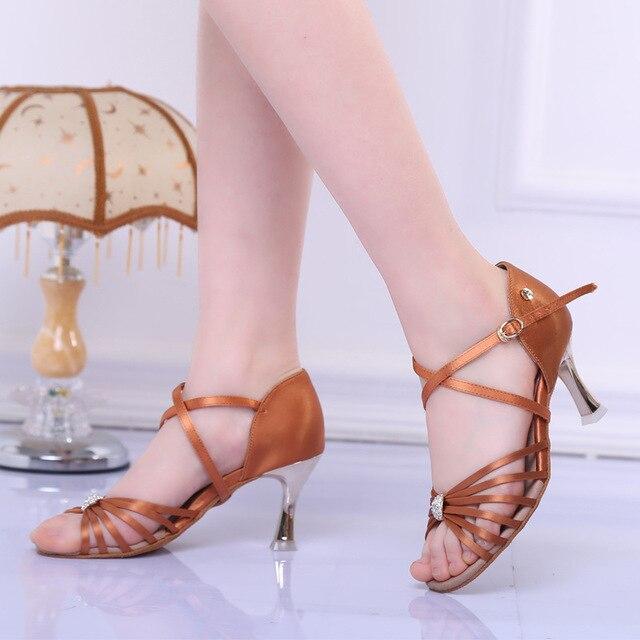 save off 8db89 61e3d Classique 6 sangles qualité Satin supérieur Latin Salsa Chaussure  Claquettes Femme Chaussure semelle souple femmes chaussures