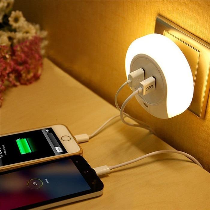 ร้อน! การออกแบบสมาร์ทไฟกลางคืนไฟ LED พร้อมเซนเซอร์ตรวจจับแสง & เครื่องชาร์จแผ่นผนัง USB คู่สำหรับห้องน้ำห้องนอน luz de la noche LN002