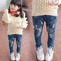 Otoño Ropa de Las Muchachas Nuevo Agujero Coreano Jeans Moda Casual Pantalones Vaqueros Largos de Luz de Lavado Mediados de Cintura Elástica de Los Niños Regulares Pantalones p054