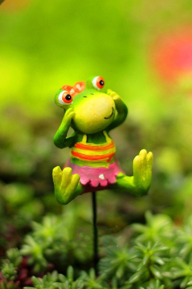 Resin Swimsuit Miniature Frog Animal Plugin in Garden Decoration Outdoor