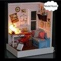 Montagem DIY Kit Modelo de Casa De Boneca De Madeira Em Miniatura Cidade Rochoso Casa Toy com Móveis de Presente de Natal