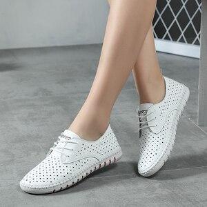 Image 5 - جلد طبيعي السيدات الشقق أحذية رياضية النساء حذاء بدون كعب الأحذية الإناث جوفاء الأخفاف الأبيض الدانتيل يصل قماش قارب الأحذية