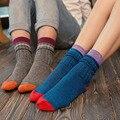 1 Par/2 unid 4 Colores Ultra Cómoda de Estilo Étnico de La Vendimia de La Manera Para Mujer Para Hombre de Tejer Calcetines de Algodón de Invierno Más Cálido