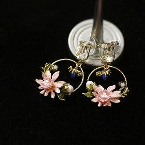 Image 3 - Antique peint à la main émail bijoux mignon bleu pierre abeille et rose fleur boucles doreilles carré cristal oreille goujons cercle boucles doreilles