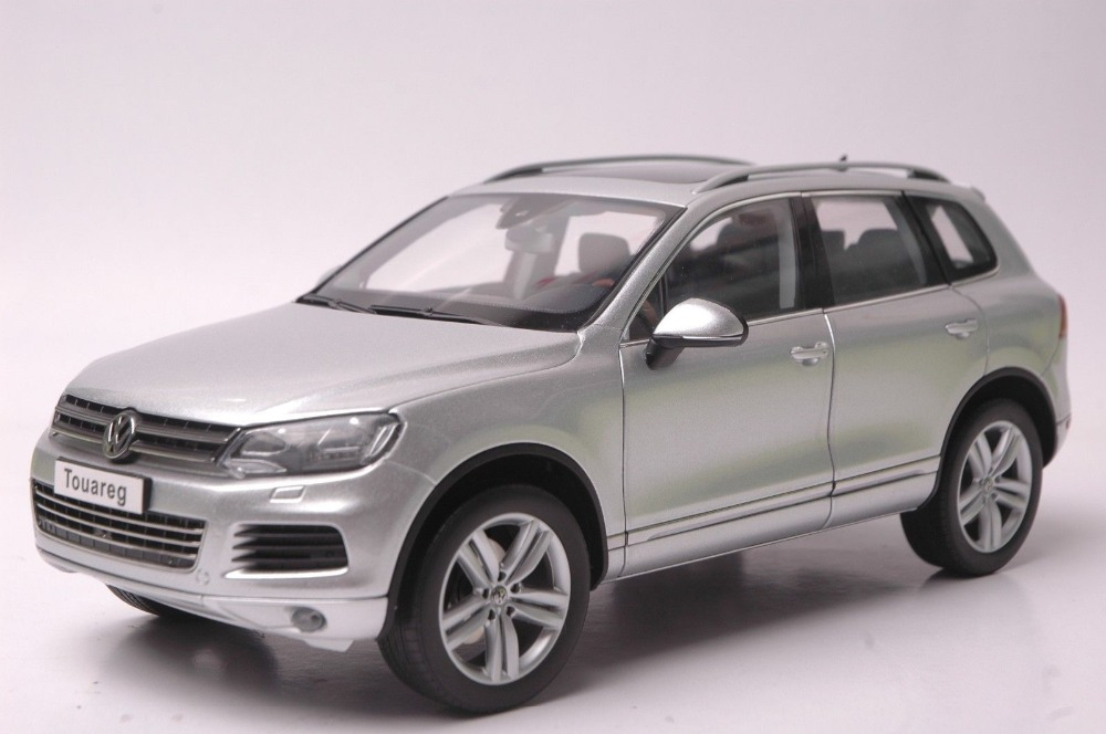 1:18 Diecast Model for Volkswagen VW Touareg TSI 2010 Silver SUV Alloy Toy Car Collection Gifts автомобиль bburago 1 18 gold volkswagen touareg 18 12002
