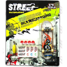 Alloy Stand Mini Finger Skate Boarding Leksaker 60 färg dekoration Med Retail Box FingerBoard Barn Present