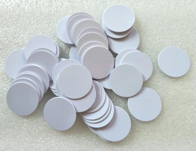 (100 pcs/lot)NFC Round RFID Smart Tags NTAG215 Tagmo Switch PVC Coin Card  Label 25MM for All NFC enabled devices Without Sticker