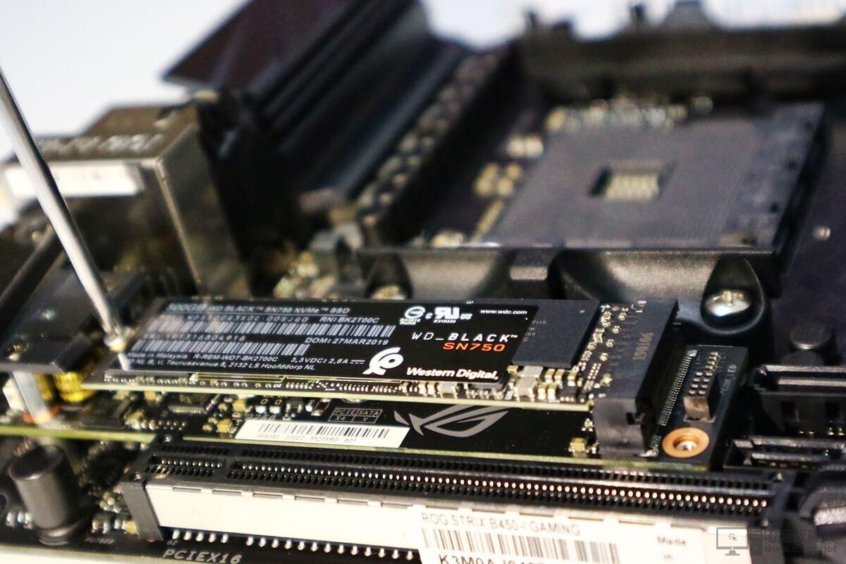 AMD YES! ITX小機箱電腦配置裝機作業7