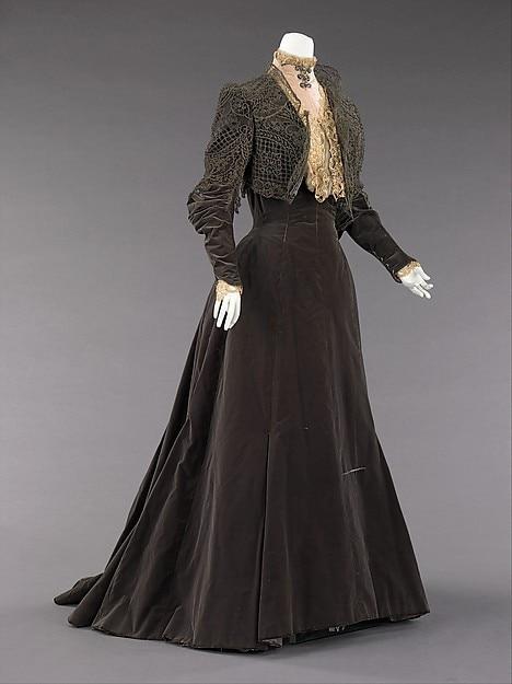 https://ae01.alicdn.com/kf/HTB1WgXAKVXXXXXDXpXXq6xXFXXX5/1880s-Late-Victorian-Bustle-French-Silk-Metal-Afternoon-Dress.jpg
