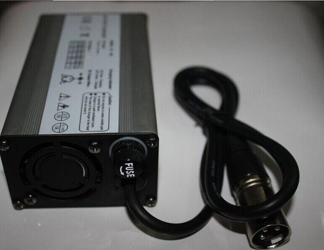 Carcasa de aluminio 29.4 V 3 Amper Li ion / batería Lipo cargador de la alta calidad cargador para 7 S Li ion battery pack