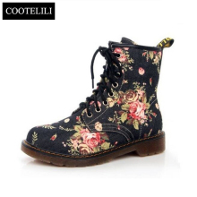 35-40 Plus Size Fashion Autumn Beautiful Flower Shoes Woman Lace-Up Motorcycle Cow Muscle Cowboy Flat Ankle Boots For Women
