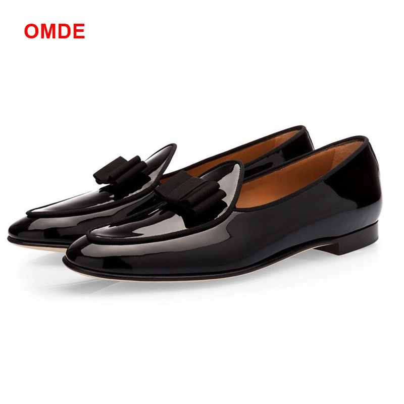 Patent Leather And Suede Loafers Men Slippers Bowknot Dress Shoes New Fashion Patchwork Gentlemen Casual Shoes Driving Mocassins