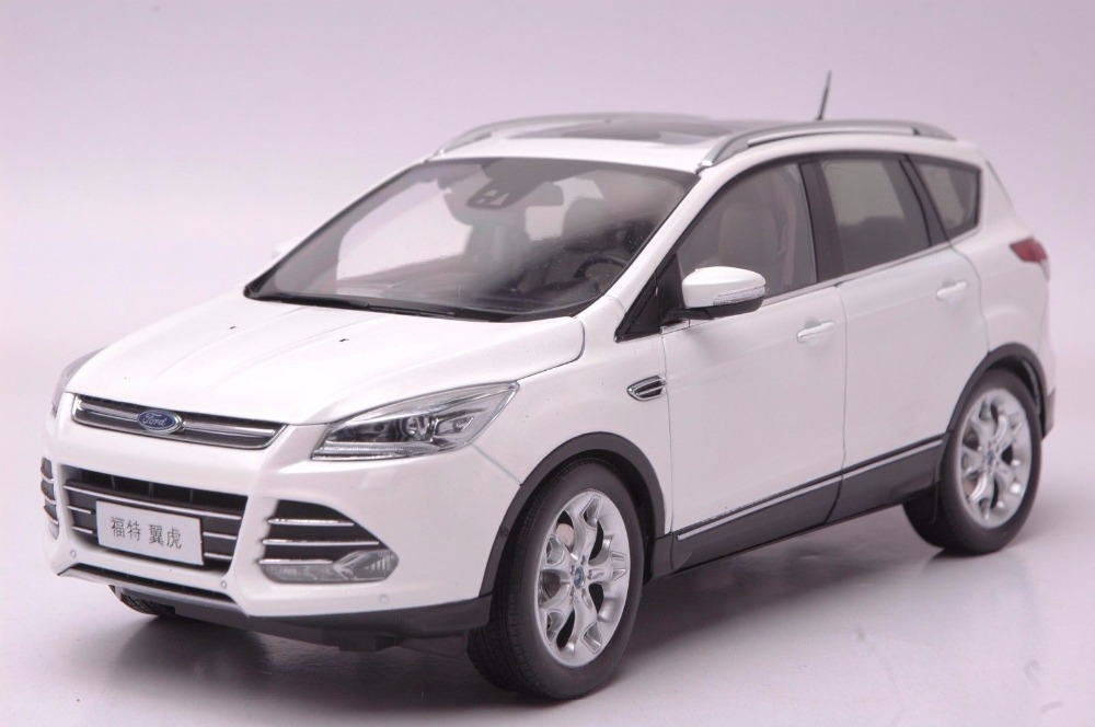 1:18 Diecast Model for Ford Kuga Escape 2015 White SUV Alloy Toy Car Miniature Collection Gifts 1 18 diecast model for ford focus 2015 gold hatchback alloy toy car miniature collection gifts