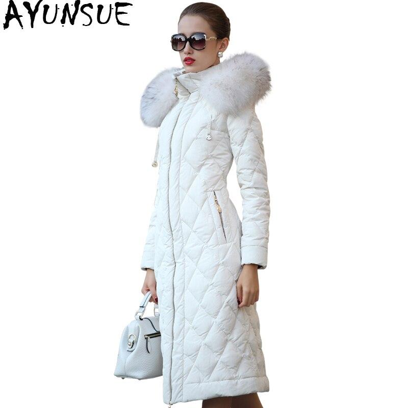 AYUNSUE 2018 Femmes Vers Le Bas Vestes de Manteau D'hiver Femme Veste Réel Raton Laveur Col De Fourrure Manteaux Long Survêtement manteau femme WYQ803