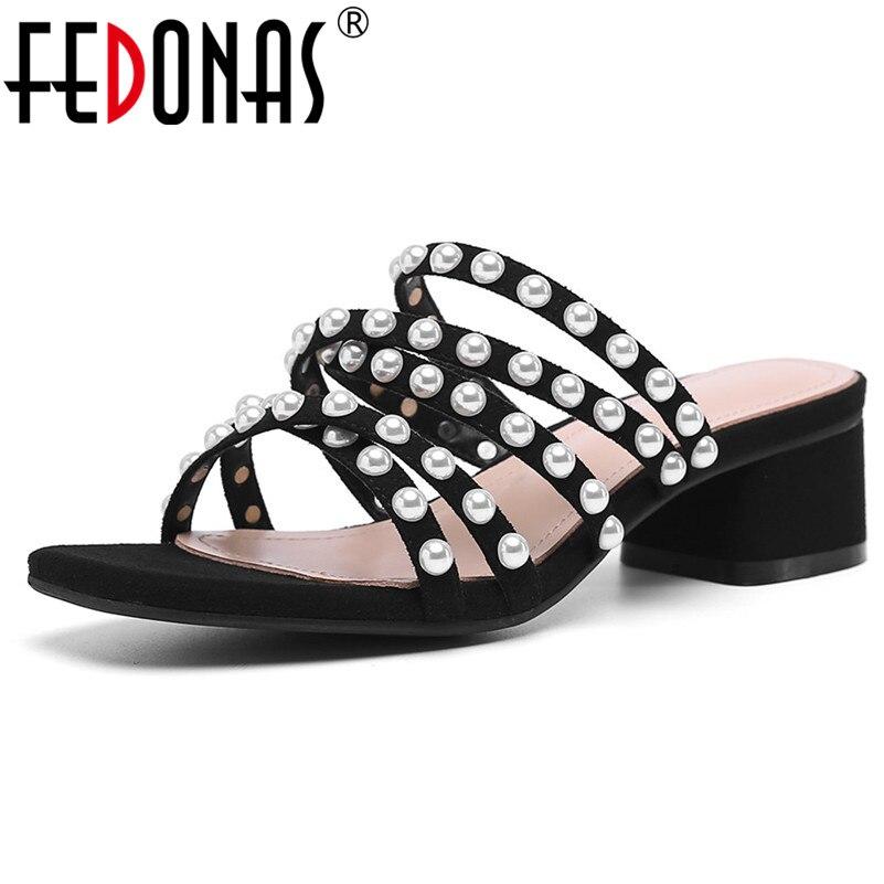 Ayakk.'ten Orta Topuklu'de FEDONAS Moda Kadınlar Vintage Tatlı Kadın Sandalet Yeni Dize Boncuk Yüksek Topuklu parti ayakkabıları Zarif Roma Ayakkabı Kadın'da  Grup 1