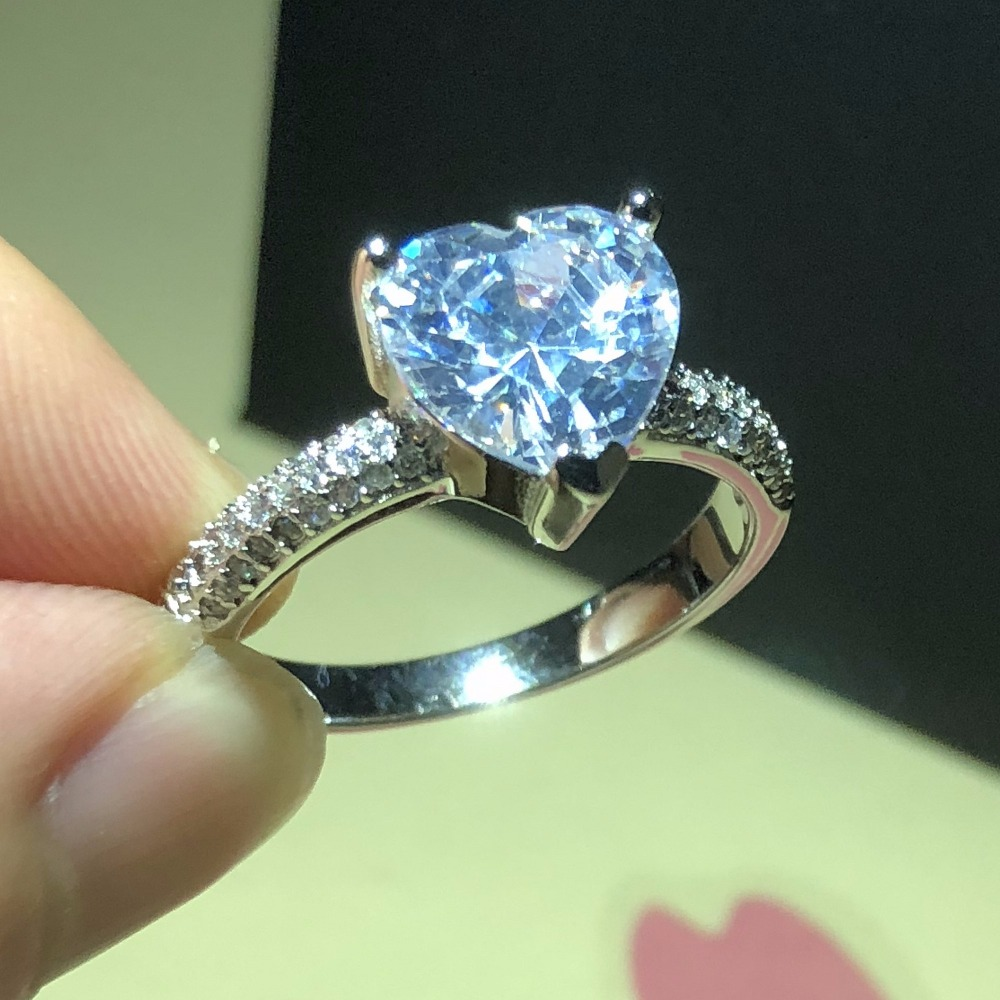 Luxury Jewelry Real 925 Silver Ring for Women Romantic Heart 2 Carat Simulated Diamond Engagement Wedding Rings Wholesale