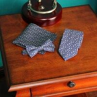 חליפות Mens הכחול פרחוני משי גברים עניבת פרפר עניבת צוואר שמלת כלה בלייזר זכר מגבת כיס חליפה