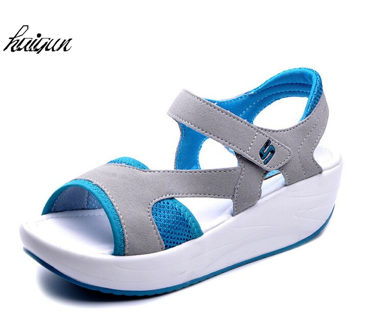 2018 Summer Fashion Ladies Sandals Leather Low Heel Flats Soft Basic Women Shoes Comfort Female Buckle Strap blue casual Sandals women t strap moccasins flat shoes low heel sandals black gray pink pointed toe ballet flats summer buckle zapatos mujer z193