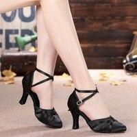 Для Женщин Атлас танцевальная обувь Закрытый острый носок Костюмы для латиноамериканских танцев Костюмы для бальных танцев Salsa Танцы Обувь...