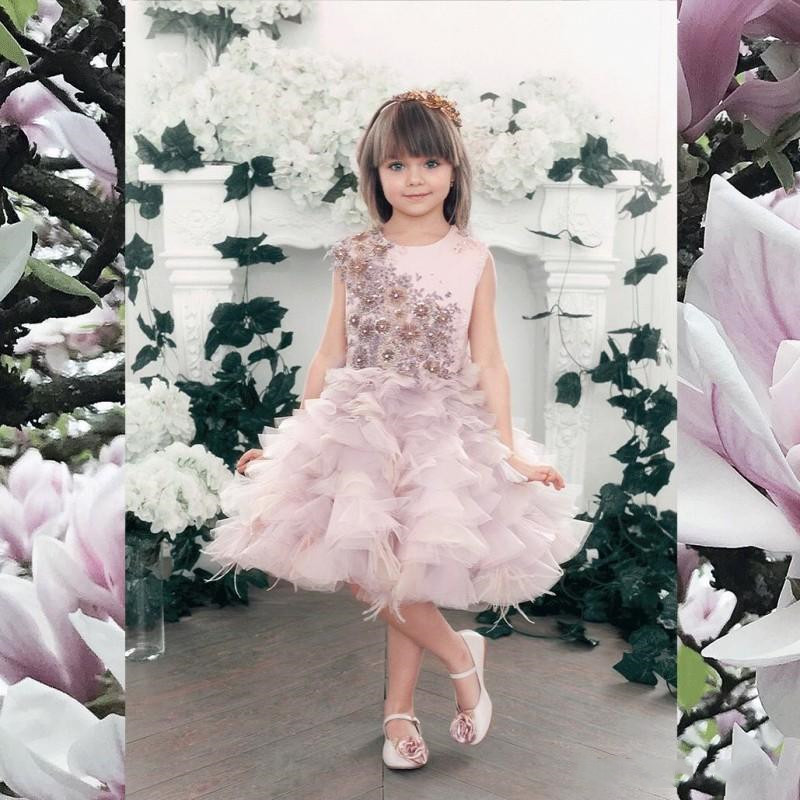New Cute Flower Girl Dresses Lace Beaded Appliques Feather O Neck Sleeveless Little Girls Birthday Dresses Pageant Gown Any SizeNew Cute Flower Girl Dresses Lace Beaded Appliques Feather O Neck Sleeveless Little Girls Birthday Dresses Pageant Gown Any Size