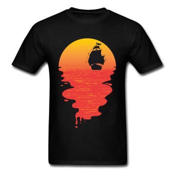 Diseño de arte puesta de sol y Barco Pirata silueta camiseta 2018 verano moda negro camisetas de manga corta para hombres Tops camisas