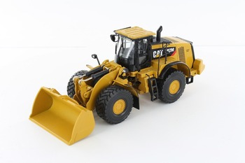 Norscot 1:50 CAT 982M Wheel Loader with Rock Bucket Engineering Machinery Diecast Toy Model 55292 for Collection,Decoration