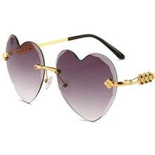 11 cores em forma de coração óculos de sol Mulher marca de luxo 2018 vidros  do coração amor do vintage transparente lente clara . b159decaf1