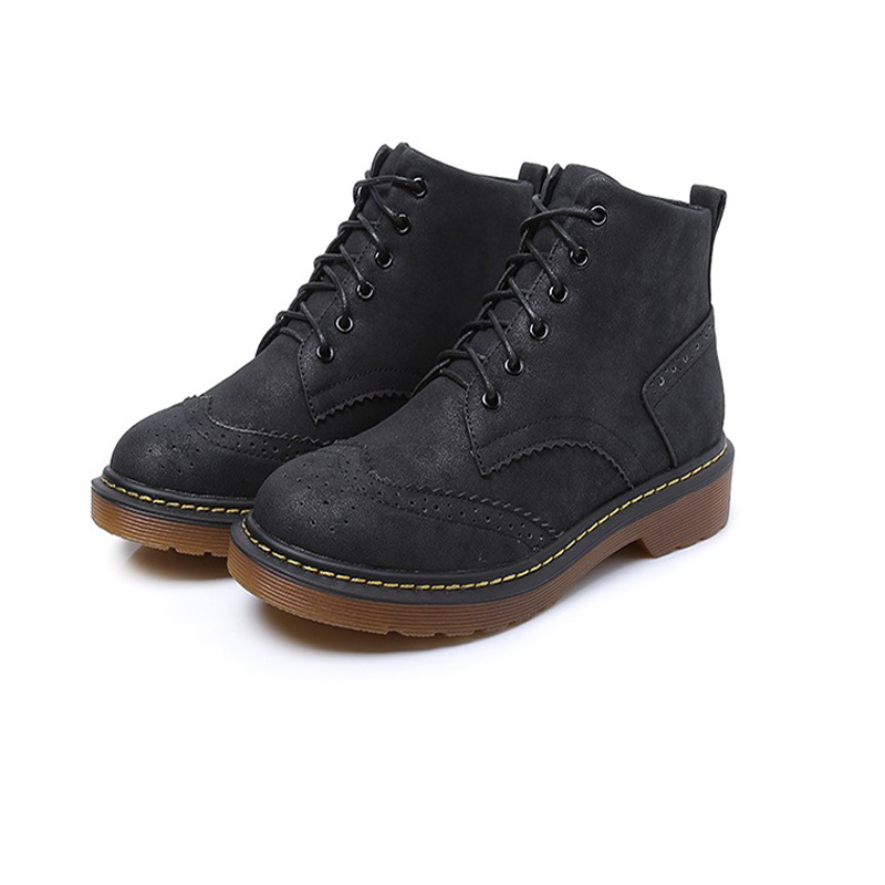 In the fall and winter of 2017 the new Martin boots woman with thick bottom flat short boots students large size ladies boots