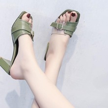 9255a835a الصيف النساء أحذية امرأة شفافة كعب عارضة السيدات أحذية الإناث حزب مشبك  معدني أنيقة النعال البيج