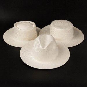 Image 1 - 2019 nova unissex branco aba larga praia chapéus das senhoras dos homens fedora derby igreja vestido chapéu fino trança sol boné verão palha chapéu base