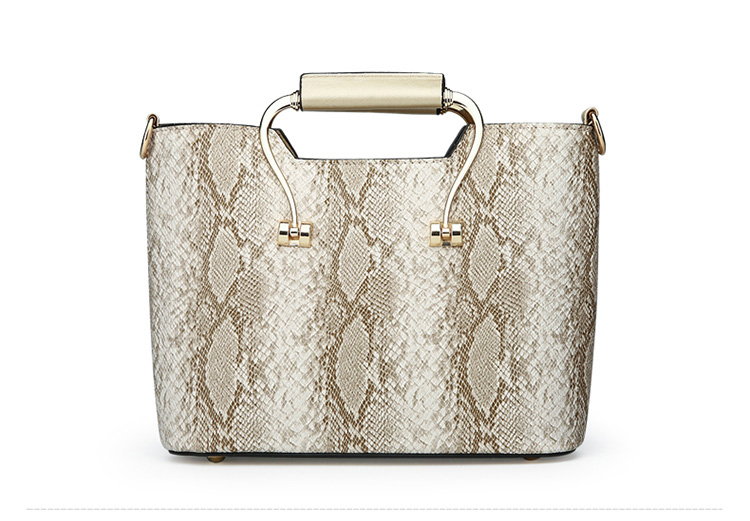 1 25 1 16 1 17 1 24 1 26 1 15 1 31 1 33 XNHG1. Related Products from Other  Seller. 2018 NEW styles Fashion Bags ... 911eefcb5ab95