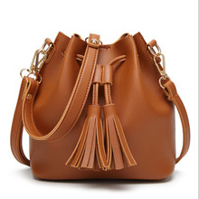 2017 new women tassel bag fashion buckets shoulder Messenger female 5 color brown / black green white