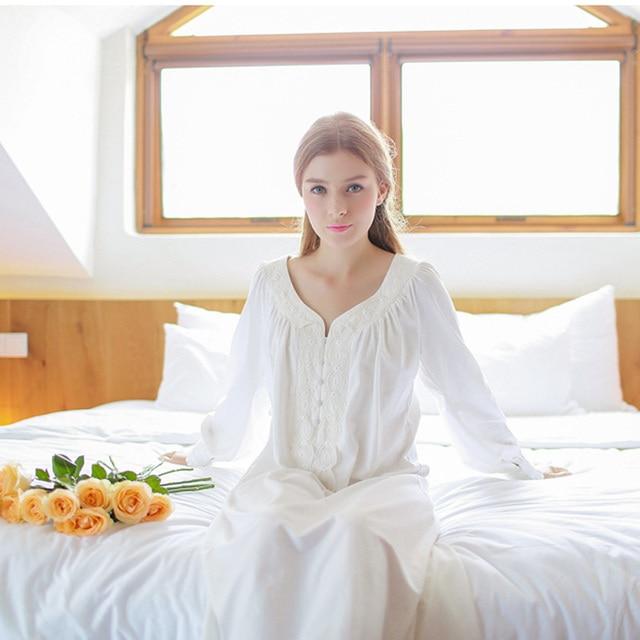 2017 New Cotton Nightgown Vintage Royal Sleepwear Long-sleeve Women Nightwear White Pink Nightdress Comfortable Fabrics