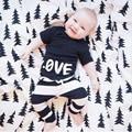 Новый 2016 Весной Мальчиков одежда Любовные письма печати шаблона комплект одежды младенца хлопка 2 шт. костюм верх и брюки