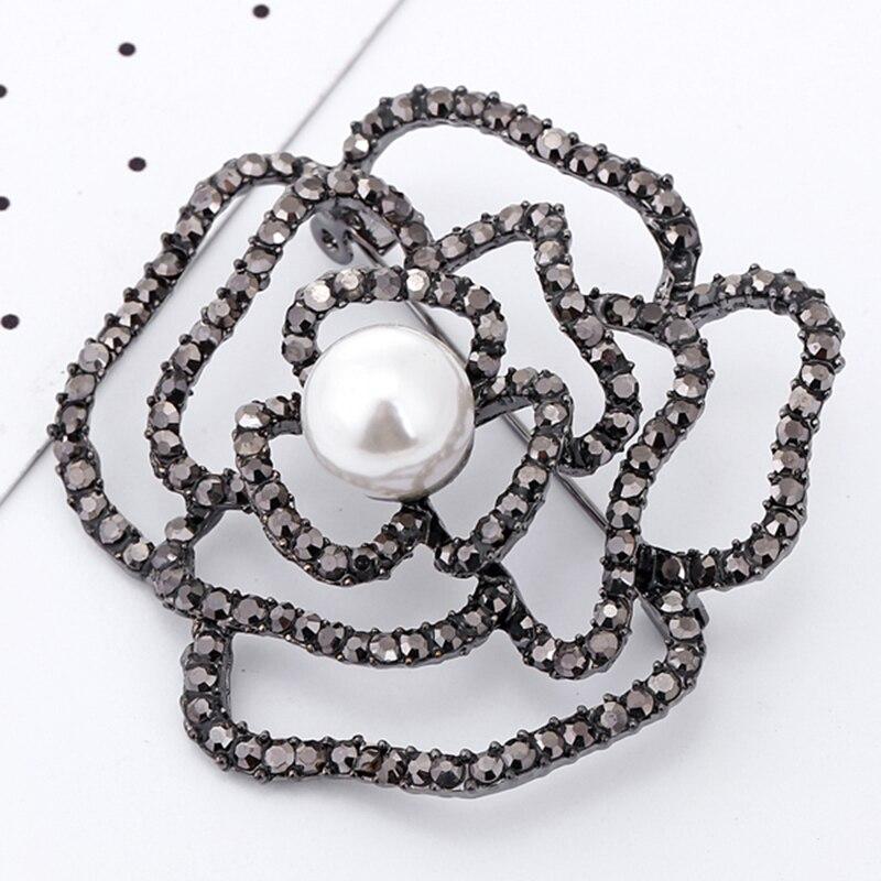 XIYANIKE Vintage Crystal Rhinestone Rose Flower Brooches For Women Bridesmaid Jewelry Gift Beautiful Gun Black Brooch Lapel Pin