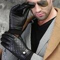 2016 otoño invierno hombres clásicos de La Correa Botón suave forro a cuadros costura Inglaterra famosa banda de cuero de piel de oveja caliente guantes mitones