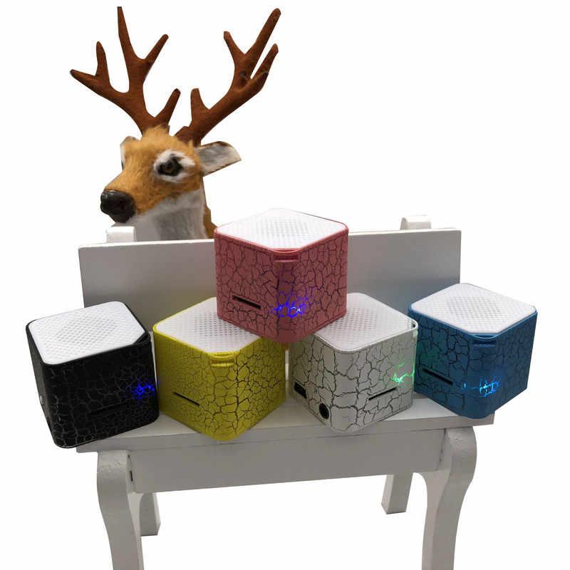 Auto-styling 3.5mm Vierkante Kleurrijke Verlichting Mini Speakers Plug-in TF Card Crack Patroon MP3 Muziek Plorayer auto Accessoires