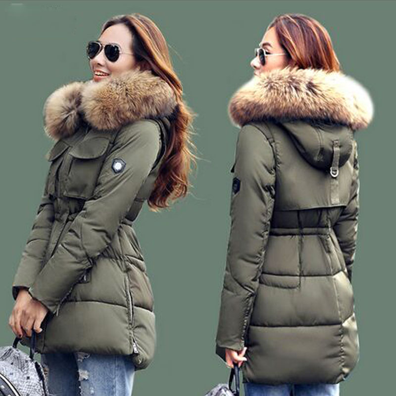 ФОТО New Fashion Winter Jacket Women 2016 Large Real Natural Raccoon Fur Collar Hooded Jacket Thick Coat For Women Outwear Down Parka