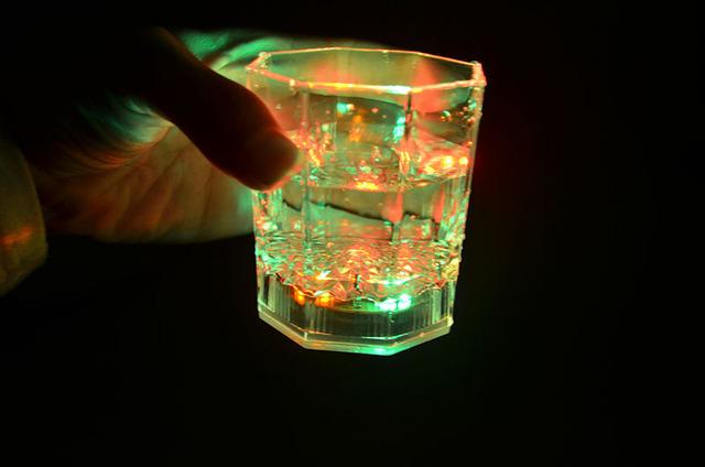 Copo indução, luz do copo LEVOU copo de flash colorido, despeje a água no copo vai ser no transporte
