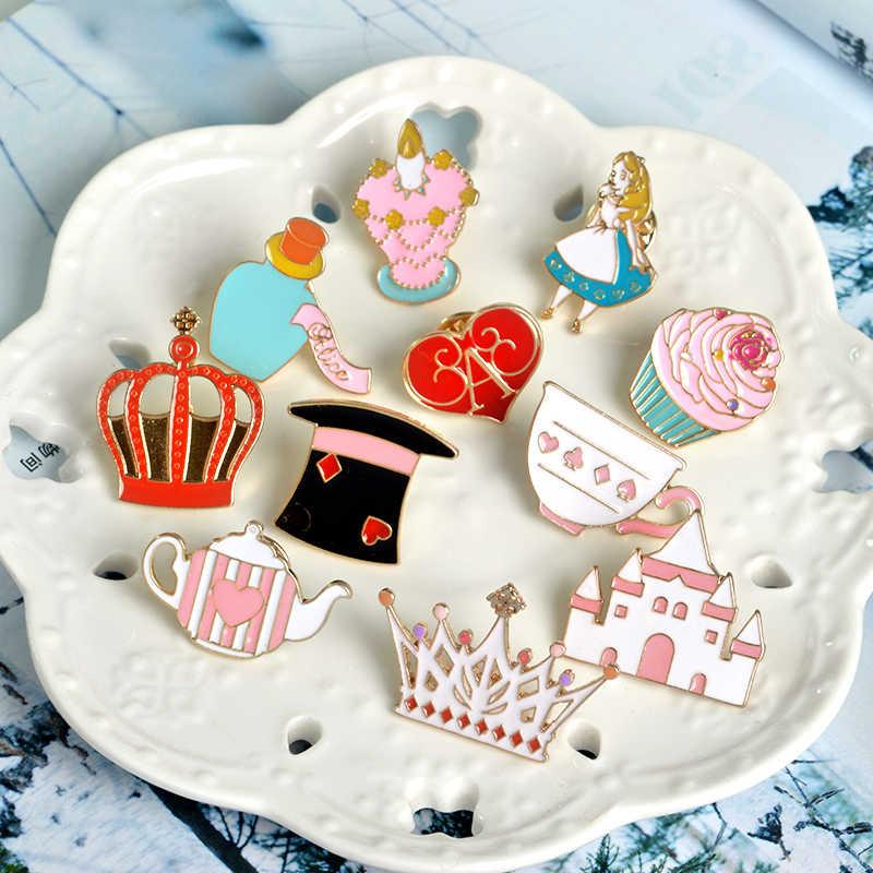 Queen Alice Wonderland Kerah Pin Bros untuk Wanita Lucu Topi Ajaib Cupcake Enamel Pin Warna Dongeng Perhiasan Aksesoris